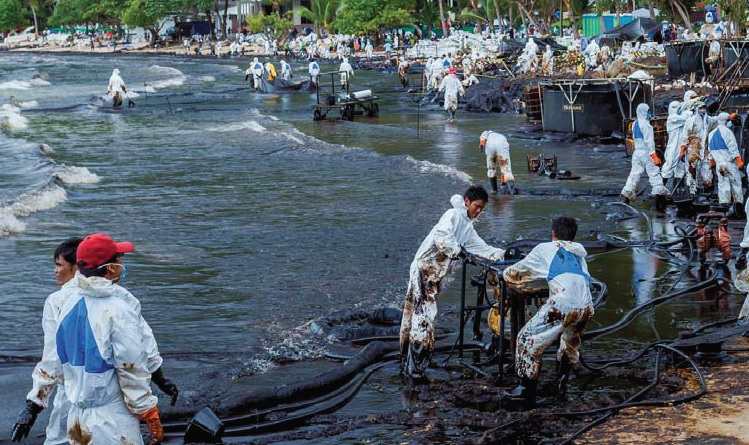 Responsibility and consequences of the environmental accidents by oil leaking